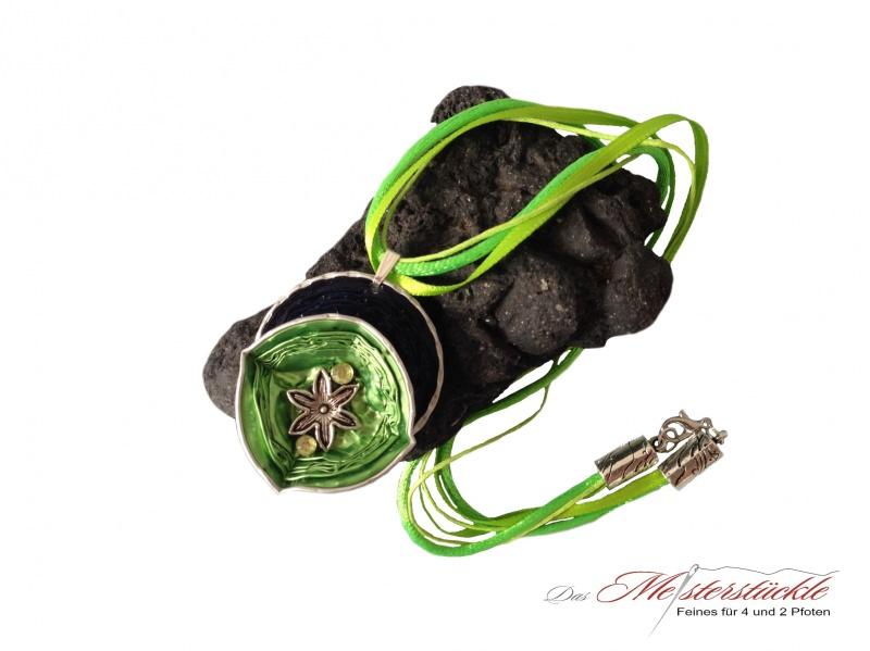 - Halsreif Aluschmuck Medallion Trachtenkette hellgrün dunkelblau necklace - Halsreif Aluschmuck Medallion Trachtenkette hellgrün dunkelblau necklace