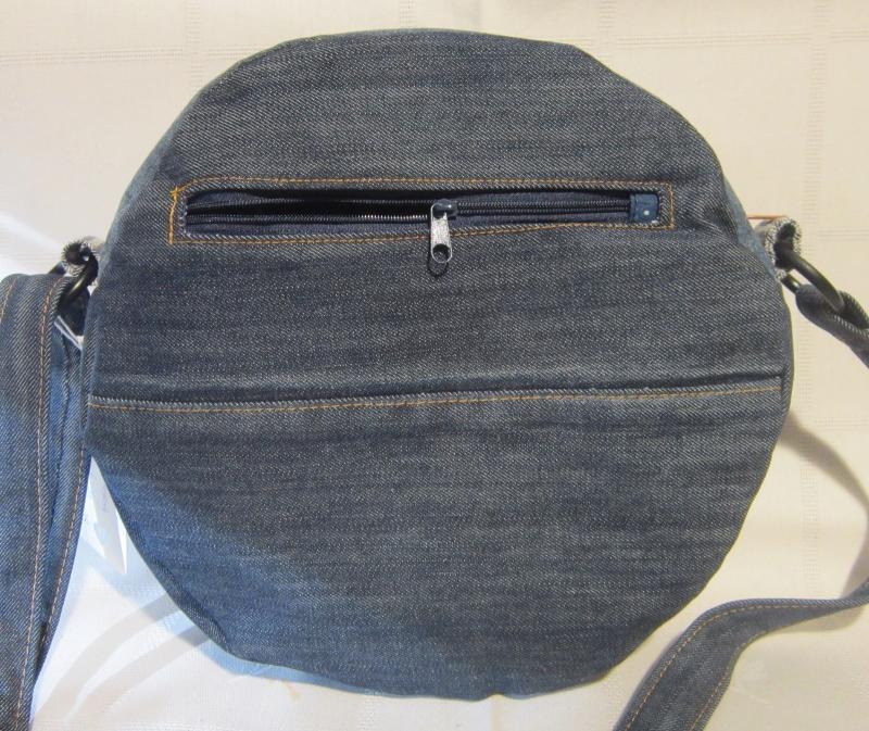 Kleinesbild - Runde Tasche Jeans Upcycling, Circle Bag, Torte, blau, Handarbeit