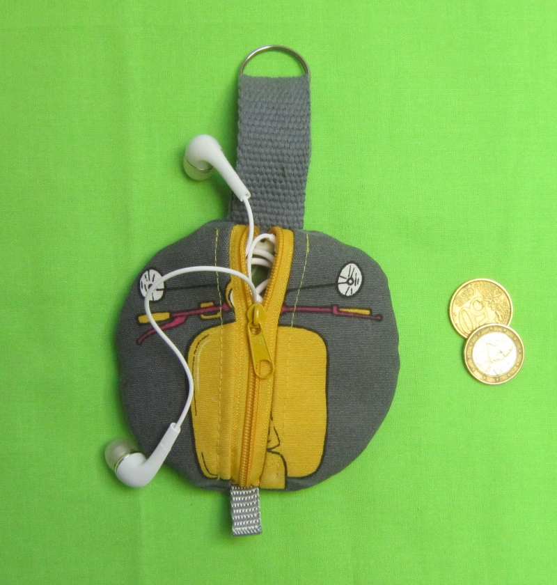 - Rundes Täschchen, Kopfhörer Tasche, Geldbeutel rund, Schlüssel Mäppchen, Etui, 4 Motive zur Wahl, Handarbeit - Rundes Täschchen, Kopfhörer Tasche, Geldbeutel rund, Schlüssel Mäppchen, Etui, 4 Motive zur Wahl, Handarbeit