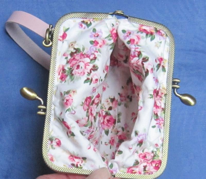 """Kleinesbild - Romantische Bügeltasche """"Rosen"""", Clipbörse, Täschchen mit Clipverschluss, Tasche mit Bügelverschluss, Clutch, Handtasche, Handarbeit"""