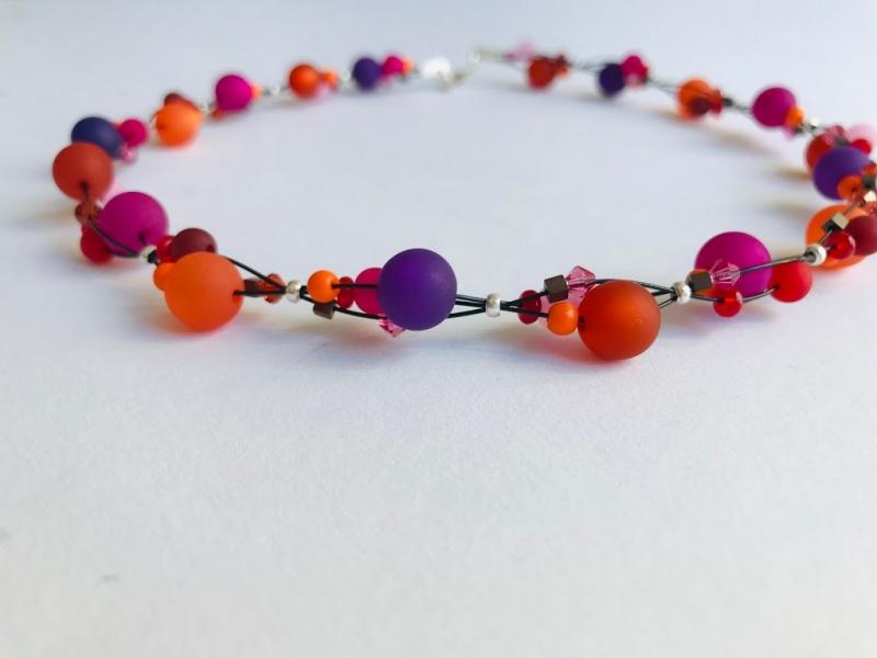 Kleinesbild - handgefertigte Polariskette Kette Collier Halskette  in pink orange lila aus Polarisperlen mit Kristall