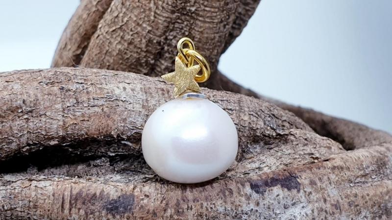 - traumhafter Perlenanhänger mit goldenem Stern - traumhafter Perlenanhänger mit goldenem Stern