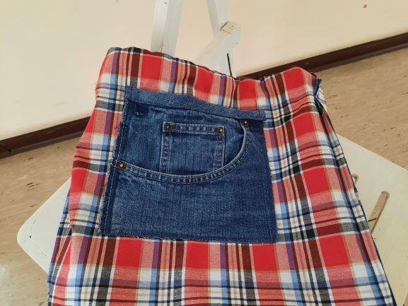 Kleinesbild - Allrounder Beutel aus jeansblauem Effektstoff mit rotem Karomuster und weißer Kordel für Sport, Freizeit und mehr