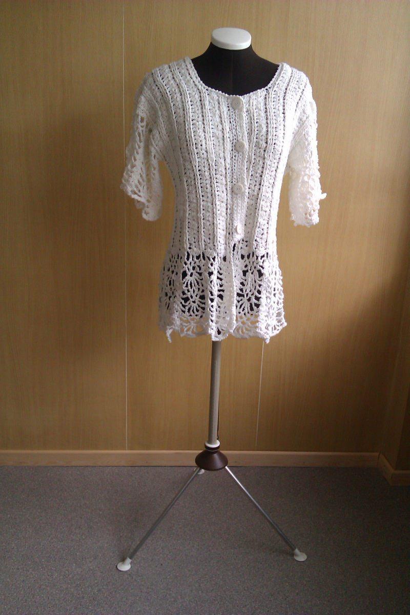 Mode : Weiße Häkeljacke mit Spitzen, romantisch und verspielt