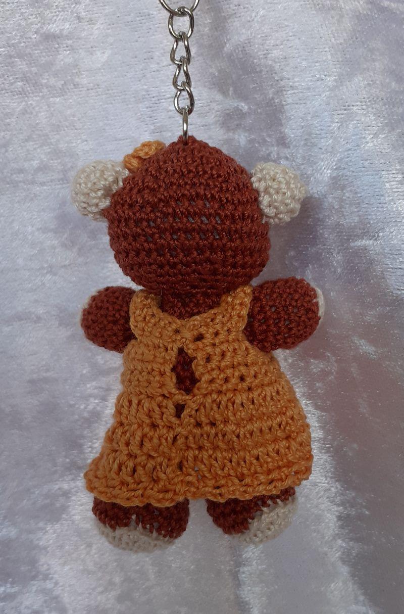 Kleinesbild - Gehäkelter Bär mit Kleid als Schlüsselanhänger oder Taschenbaumler
