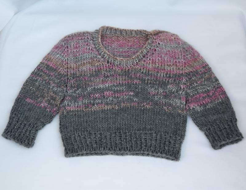 Kleinesbild - Babypullover Gr. 62 Mädchen rosa-grau handgestrickt Wolle