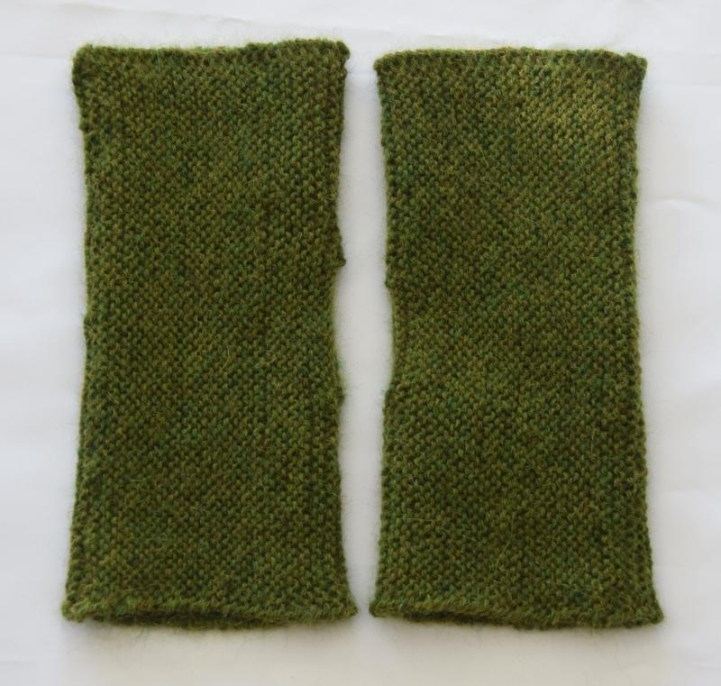 Kleinesbild - Armstulpen mit Daumenloch handgestrickt grün Alpaka
