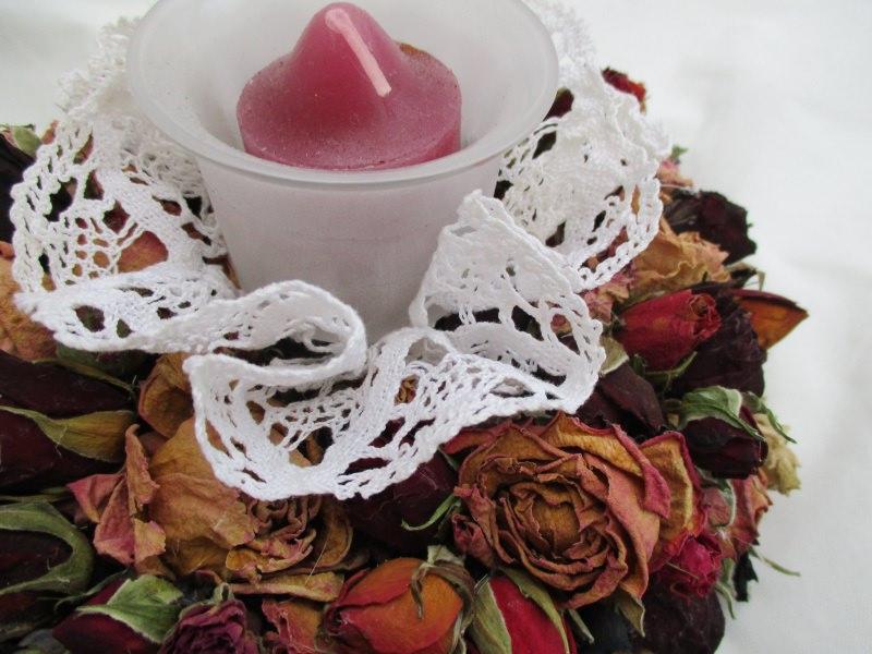 - Rosenkränzchen mit Teelichthalter,   17cm - Rosenkränzchen mit Teelichthalter,   17cm