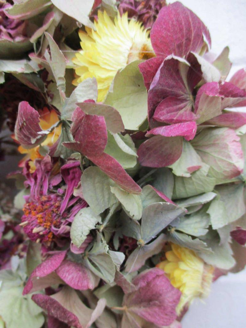Kleinesbild - Hortensienkranz mit Strohblumen und Zinnien, 20cm