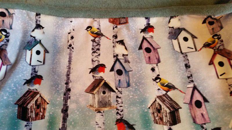 Kleinesbild - Schlauch-Schal - Motiv: Wintervögel und Vogelhäuschen  mit blassgrünem Fleece