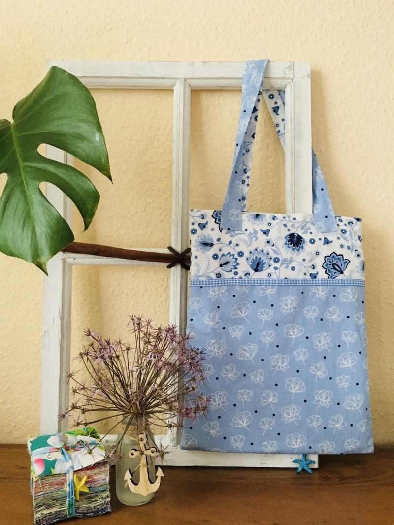 - Hübsche Tasche aus Baumwollstoff in hellen Blautönen - Hübsche Tasche aus Baumwollstoff in hellen Blautönen