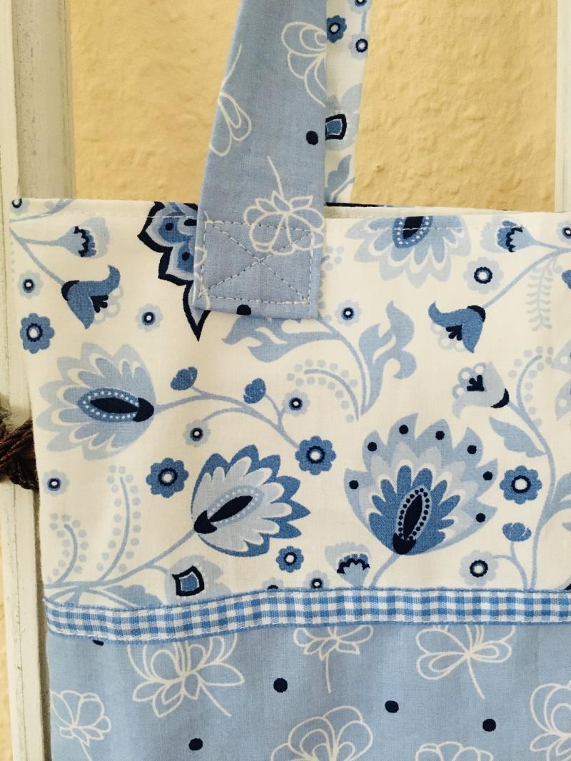 Kleinesbild - Hübsche Tasche aus Baumwollstoff in hellen Blautönen