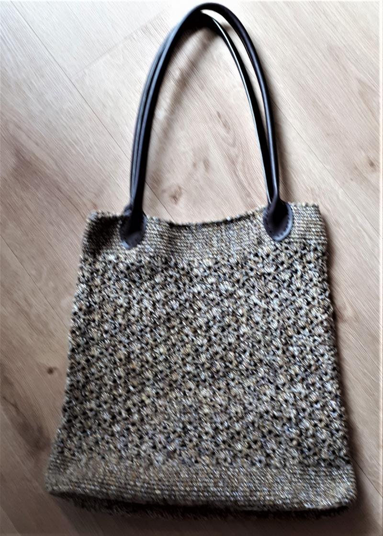 - Häkeltasche mit Griffen aus Kunstleder  - Häkeltasche mit Griffen aus Kunstleder