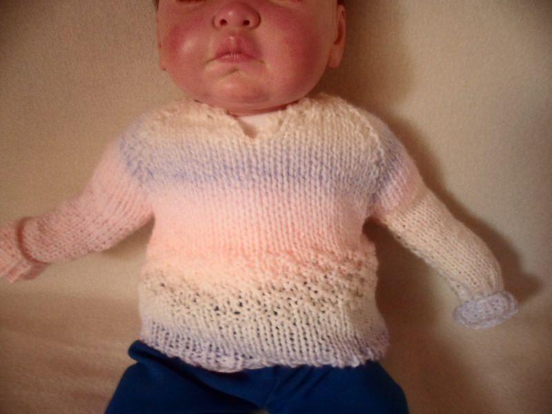 - Pullover Größe 56-62. Hier kannst du einen liebevoll gestrickten Babypullover erwerben. Er ist in Pastelligen Farben gestrickt. Die Wolle ist im Farbverlauf in hellen Farben weiß,  - Pullover Größe 56-62. Hier kannst du einen liebevoll gestrickten Babypullover erwerben. Er ist in Pastelligen Farben gestrickt. Die Wolle ist im Farbverlauf in hellen Farben weiß,