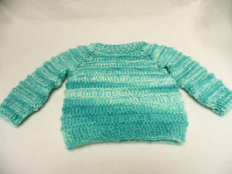 Kleinesbild - Pullover 56-62 Für Babys oder Puppen Hier kannst du einen liebevoll gestrickten Babypullover erwerben. Die Wolle ist im Farbverlauf in hellen Farben weiß, blau, hell- und dunkelbla