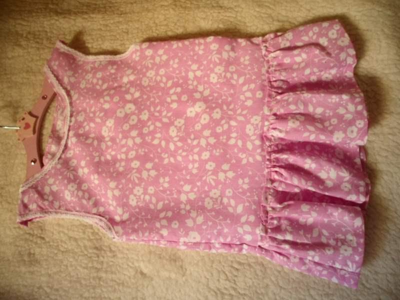 Kleinesbild - Erst Sommerkleid später Tunika rosa mit kleinen weißen Blüten Größe  ca. 74– 92 ! Dass entspricht  ungefähr Kinder im  Alter von 8 – 26 Monaten.