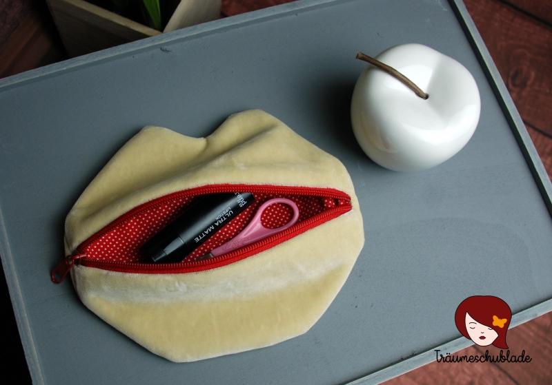 Kleinesbild - Kleine süße Schminktasche Kosmetiktasche Schlampermäppchen Kussmund Lippen für die Handtasche Creme Beige Rot mit Reißverschluss