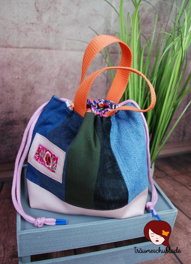 Kleinesbild - Handarbeit Projekt Tasche Bunt mit Kordelzug Patchwork Jeans Upcycling blau, rosa, pink, bunt