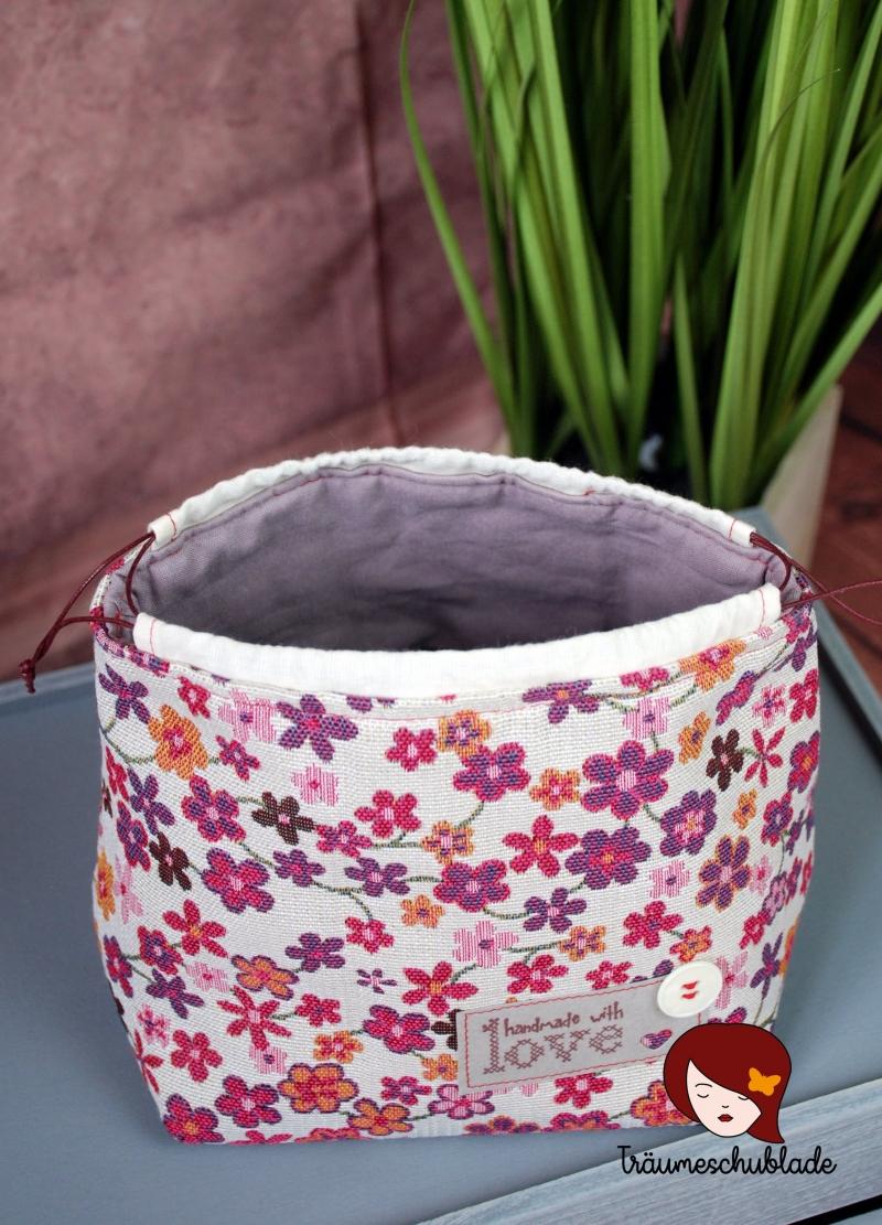 Kleinesbild - Kleiner Handarbeit Projekt Kosmetik Kleinkram Beutel Kulturbeutel Geschenk japanischer Beutel mit Kordelzug aus Baumwolle bunt creme, pink, lila, Blüten