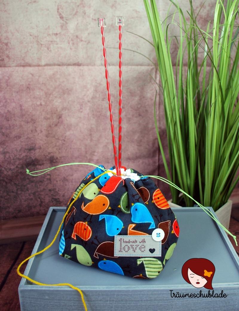 Kleinesbild - Kleiner Handarbeit Projekt Kosmetik Kleinkram Beutel Kulturbeutel Geschenk japanischer Beutel mit Kordelzug aus Babycord und Baumwolle dunkelgrau, bunt creme, Vögelchen