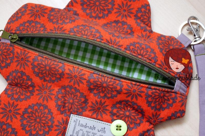 """Kleinesbild - Original Clutch """"Blümchen"""" kleine Tasche Blütenform Blüte Flower power aus Babycord und Baumwolle mit Reißverschluss und abnehmbarem Henkel, terrakotta, grün, lila"""