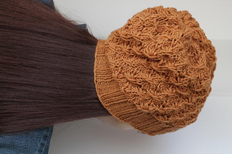 Kleinesbild - Zimtfarbige Strickmütze aus 100% Schurwolle für Damen handmade gestrickte Mütze handgestrickt von ConniKie reine Schurwolle