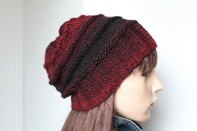 - Strickmütze in rot mit schwarzem Farbverlauf für Damen und Teens Mütze weich Wollgemisch handmade gestrickte Mütze - Strickmütze in rot mit schwarzem Farbverlauf für Damen und Teens Mütze weich Wollgemisch handmade gestrickte Mütze