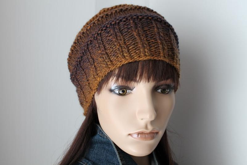 Kleinesbild - Strickmütze in Brauntönen aus einem weichen Schurwollgemisch von Hand gestrickt Mütze Beanie Damen weich neu braun mehrfarbig Farbverlauf