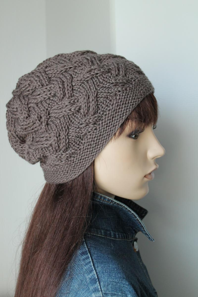 Kleinesbild - Strickmütze aus reiner weicher Wolle taupefarbig weiche Damenmütze handmade handgestrickte Mütze Beanie Wollmütze taupe neu