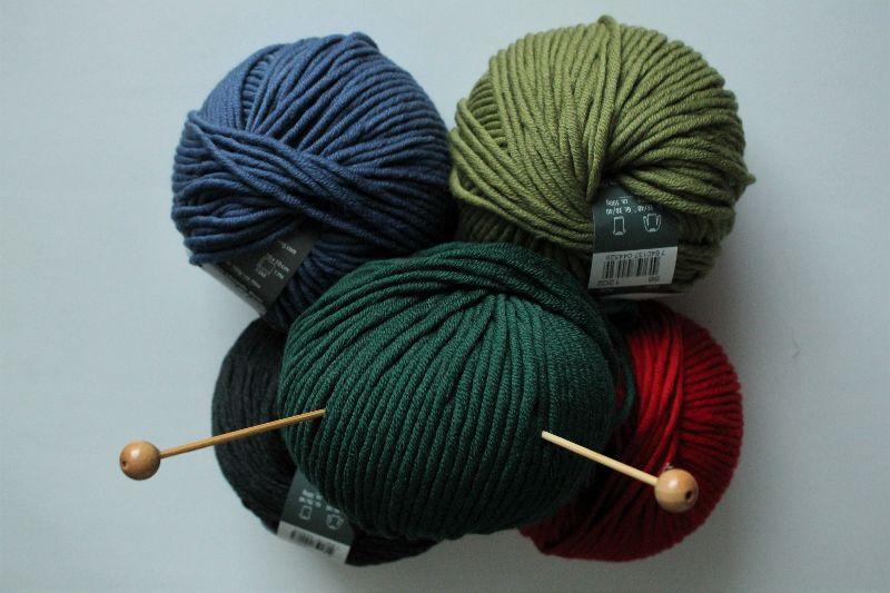 Kleinesbild - Strickmütze aus weicher Merinowolle für Damen handmade handgestrickt neu oliv Mütze Beanie Wollmütze weich dick warm Winter