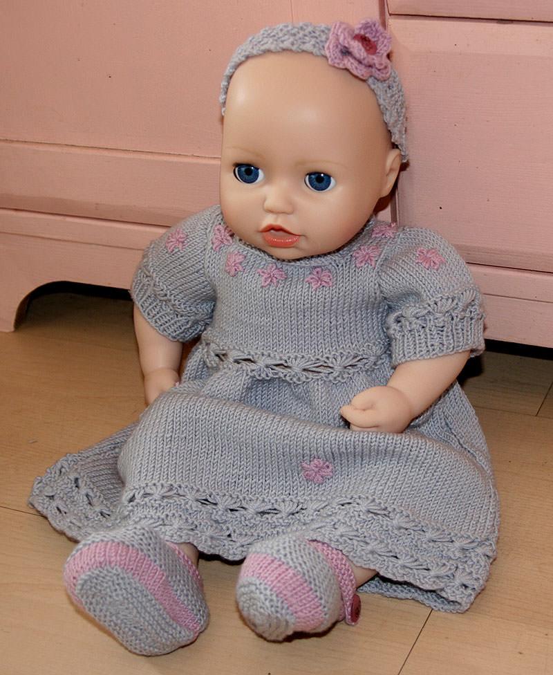 Kleinesbild - Zuckersüßes Babyset, mit Blümchen-Kleid, Haarband und Spangenschuhen, in zart Grau und Rosa für Mädchen, 0-3 Monate