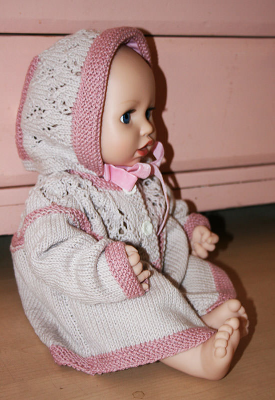 Kleinesbild - Babyset, Jacke mit Spitzenpasse und passendem Mützchen