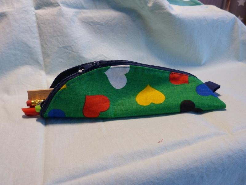 - Stiftemäppchen  Baumwollstoff mit bunten Herzen - Stiftemäppchen  Baumwollstoff mit bunten Herzen