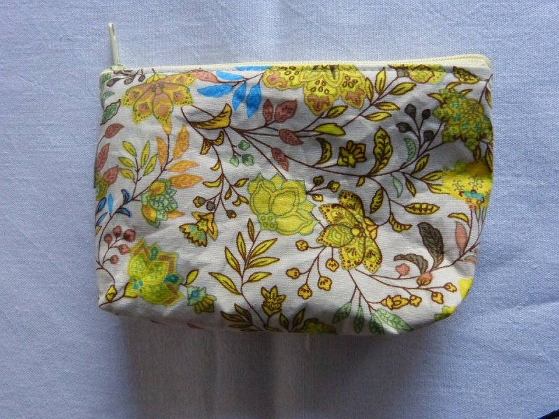 - Kulturtasche aus Baumwollstoff  hellgrau mit abstraktem Blumenmuster  - Kulturtasche aus Baumwollstoff  hellgrau mit abstraktem Blumenmuster