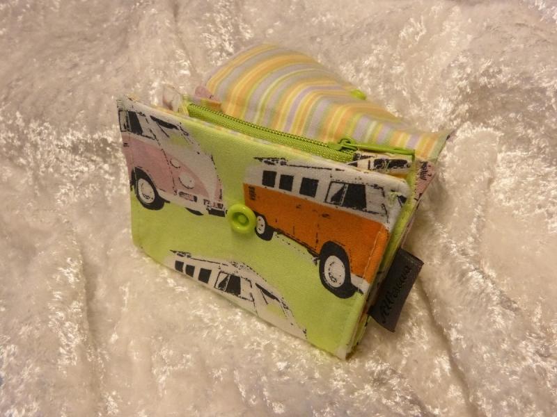 Kleinesbild - kleine Geldbörse mit Reißverschlussfach aus Stoff  hellgrün mit Kleinbus