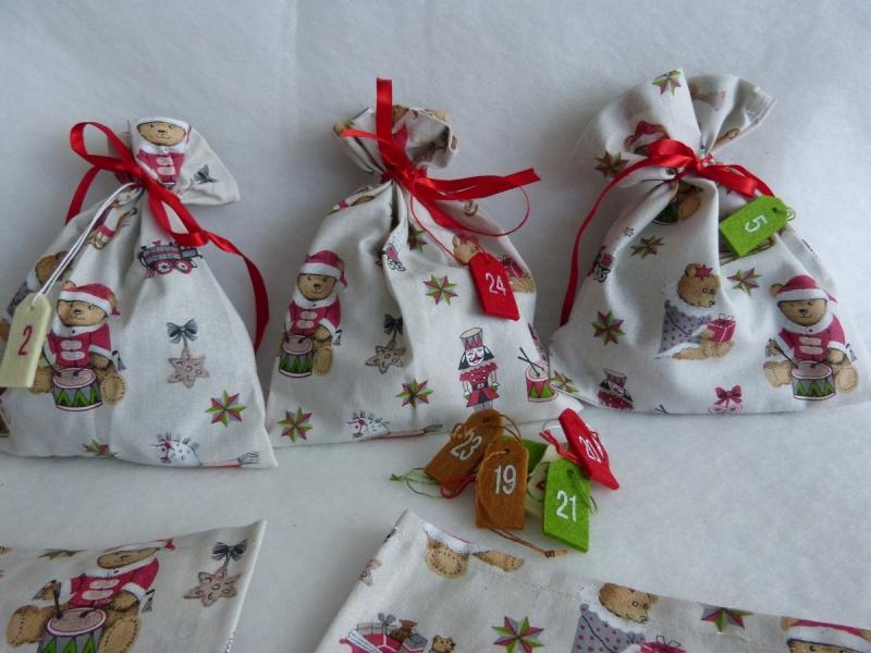 Kleinesbild - Adventskalender aus 24 Baumwollsäckchen mit Weihnachts-Bärchen