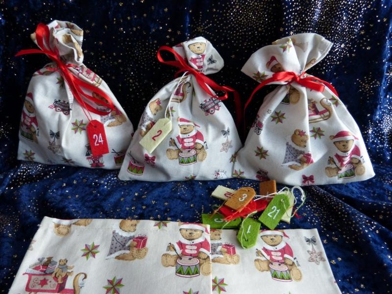- Adventskalender aus 24 Baumwollsäckchen mit Weihnachts-Bärchen  - Adventskalender aus 24 Baumwollsäckchen mit Weihnachts-Bärchen