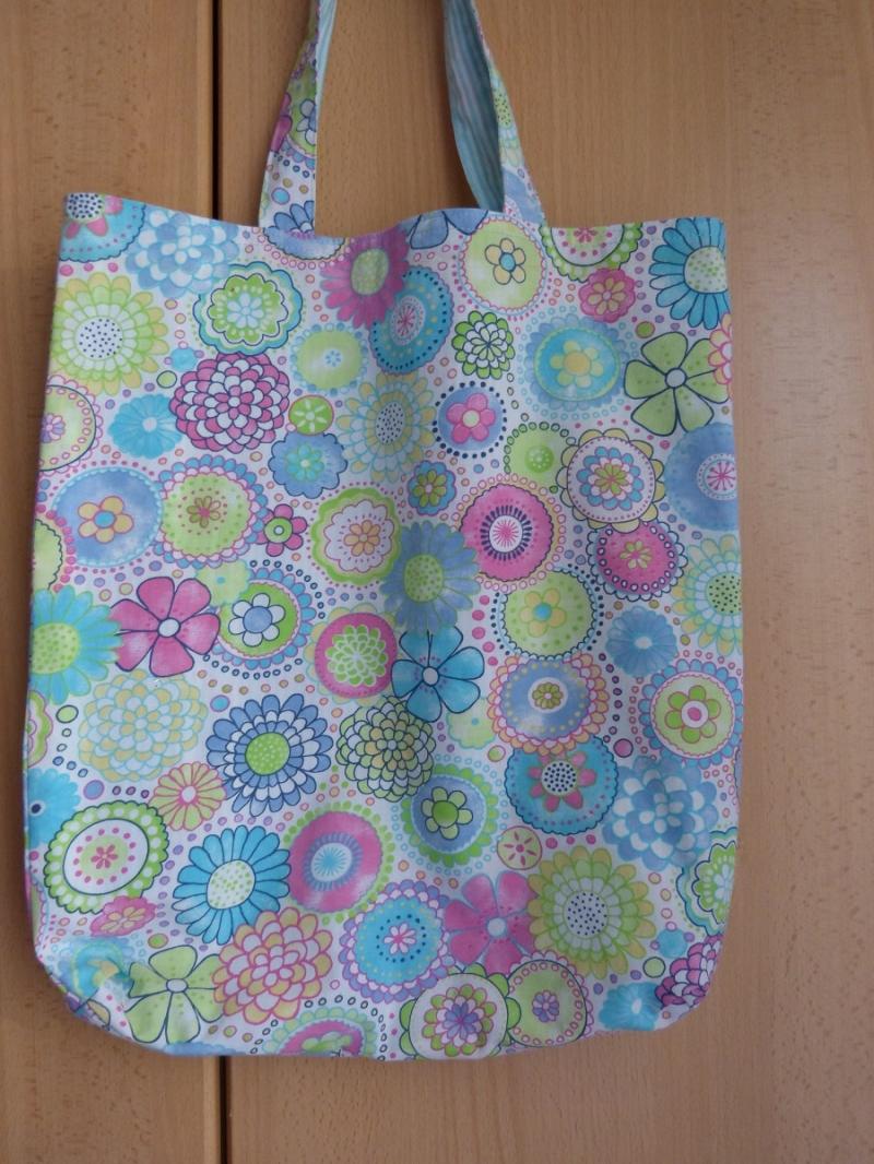 - Wendetasche / Einkaufstasche aus Baumwollstoff - helle bunte Blumenmuster - Wendetasche / Einkaufstasche aus Baumwollstoff - helle bunte Blumenmuster
