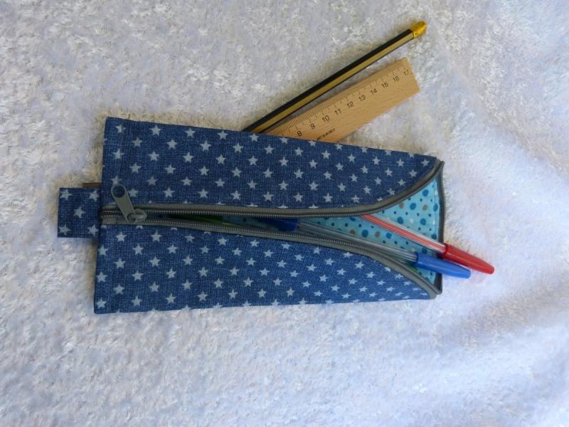 - 3-Eck-Täschchen Stiftemäppchen  Baumwollstoff blau mit grauen Sternen  - 3-Eck-Täschchen Stiftemäppchen  Baumwollstoff blau mit grauen Sternen