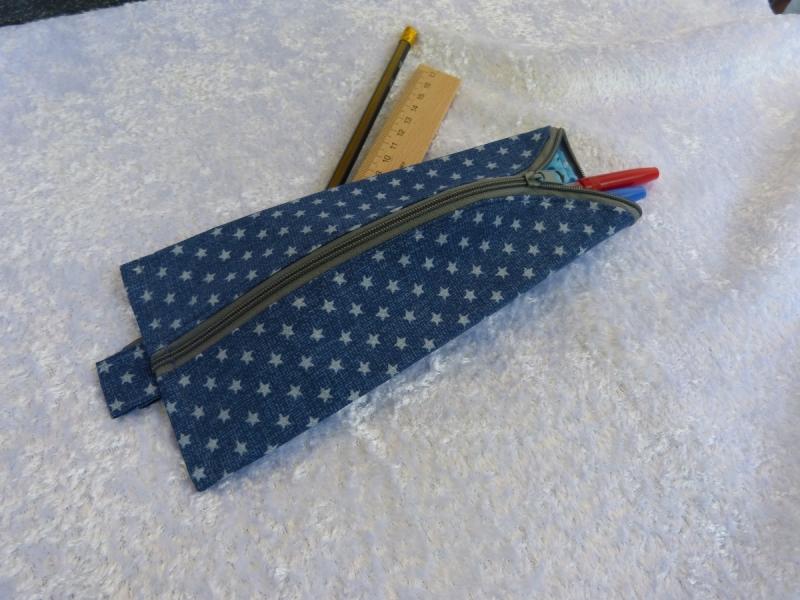 Kleinesbild - 3-Eck-Täschchen Stiftemäppchen  Baumwollstoff blau mit grauen Sternen