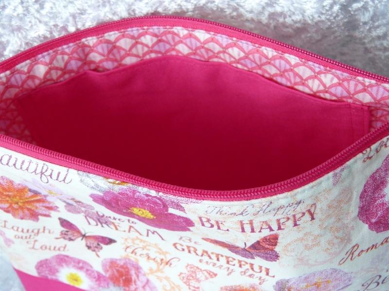 Kleinesbild - Kulturtasche Baumwollstoff  genäht - pink mit Blumen und Schmetterlingen