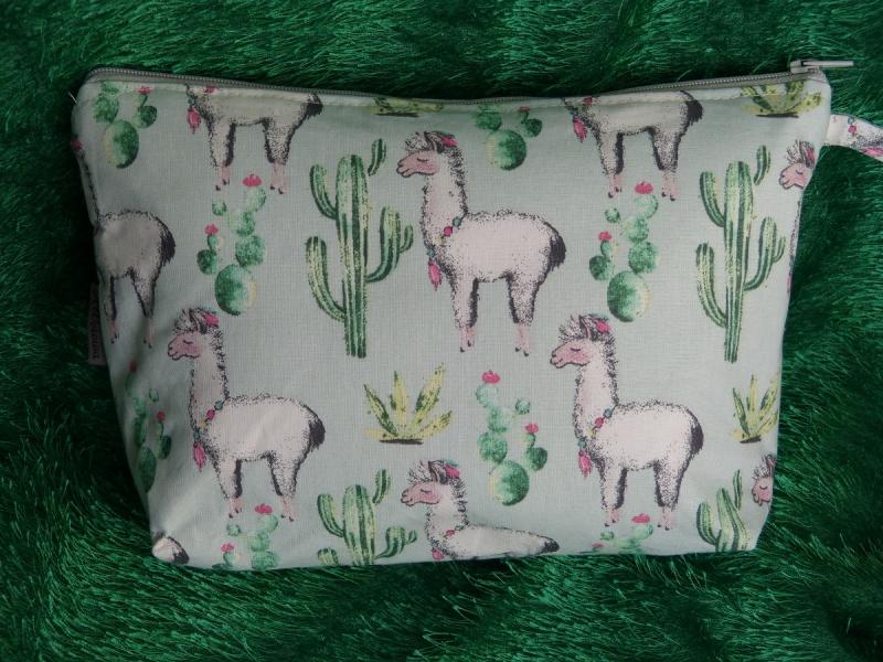 Kleinesbild - Kulturtasche Baumwollstoff  genäht - mint mit Lama und Kaktus