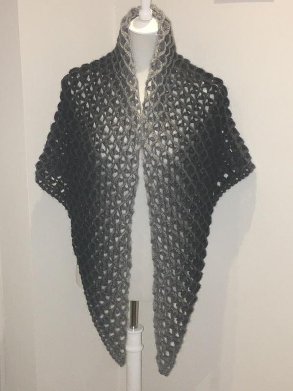 Kleinesbild - Schal, Tuch oder Dreiecktuch in sehr schickem Muster gehäkelt