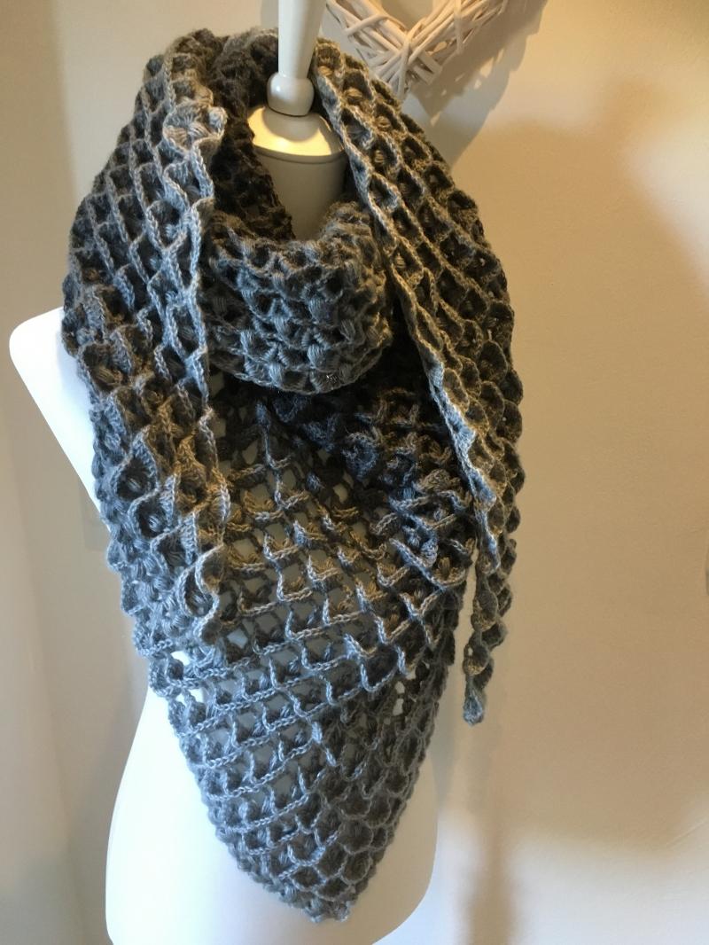 - Schal, Tuch oder Dreiecktuch in sehr schickem Muster gehäkelt - Schal, Tuch oder Dreiecktuch in sehr schickem Muster gehäkelt