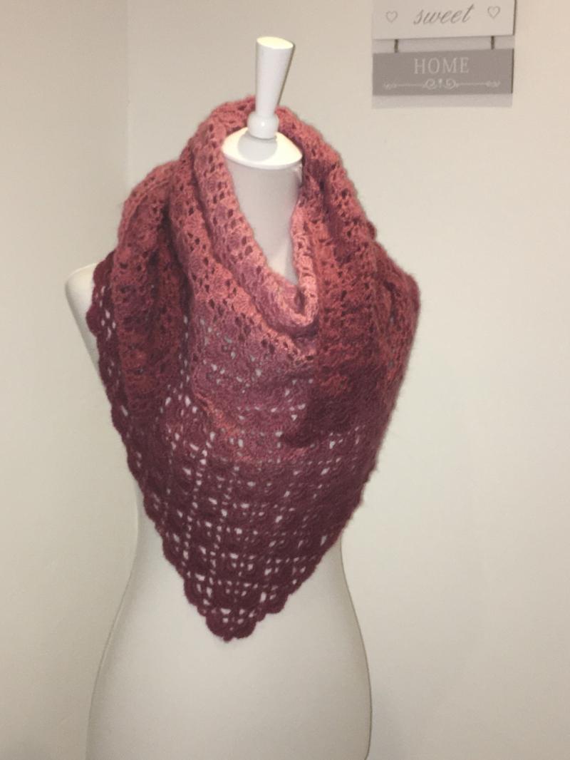 - Dreiecktuch, Schal, kuschelig weich gehäkelt mit Farbverlauf rosa - Dreiecktuch, Schal, kuschelig weich gehäkelt mit Farbverlauf rosa