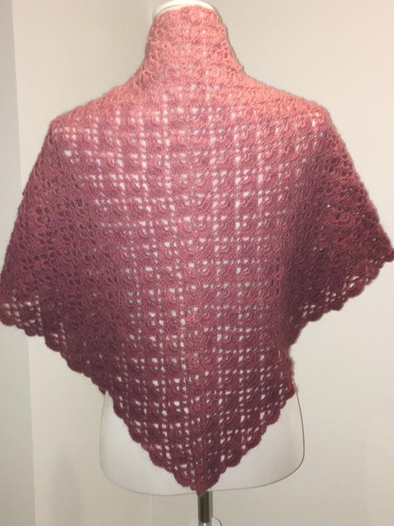 Kleinesbild - Dreiecktuch, Schal, kuschelig weich gehäkelt mit Farbverlauf rosa