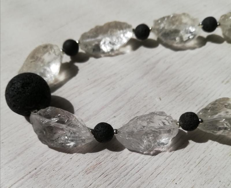 Kleinesbild - Machbar Lava + Bergkristall Kette und passendes Armband flexibel