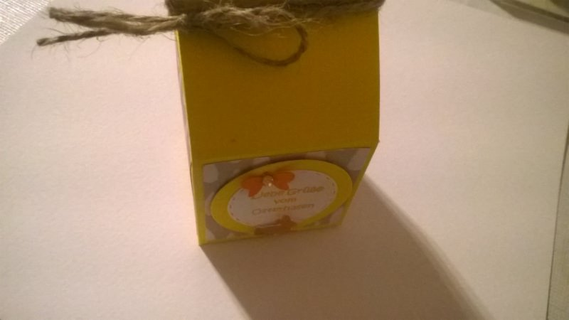 Kleinesbild - Milchtüte als Geschenkverpackung zu Ostern aus Cardstock