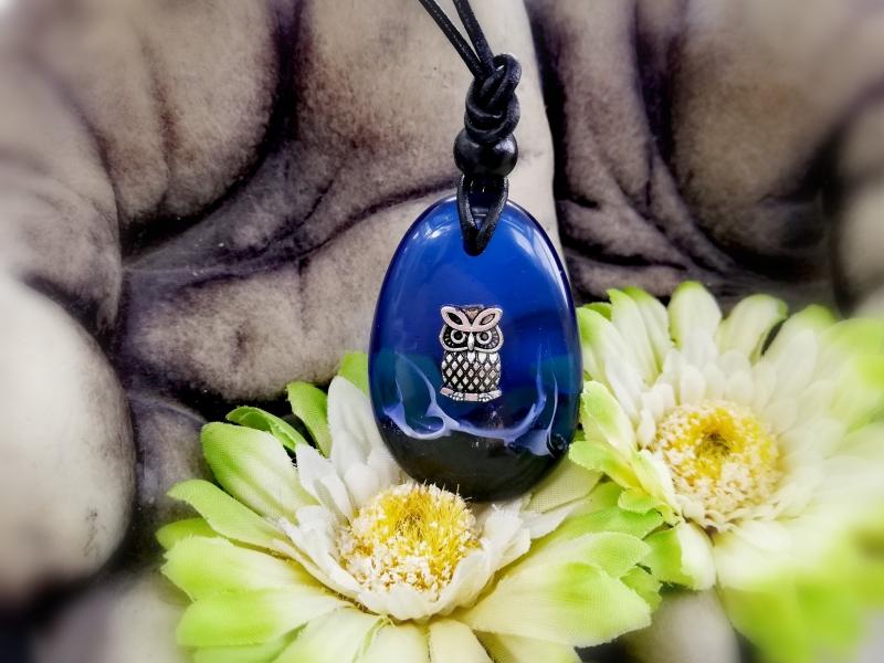 - wunderschöner Anhänger mit einer Eule in dunkelblau  - wunderschöner Anhänger mit einer Eule in dunkelblau