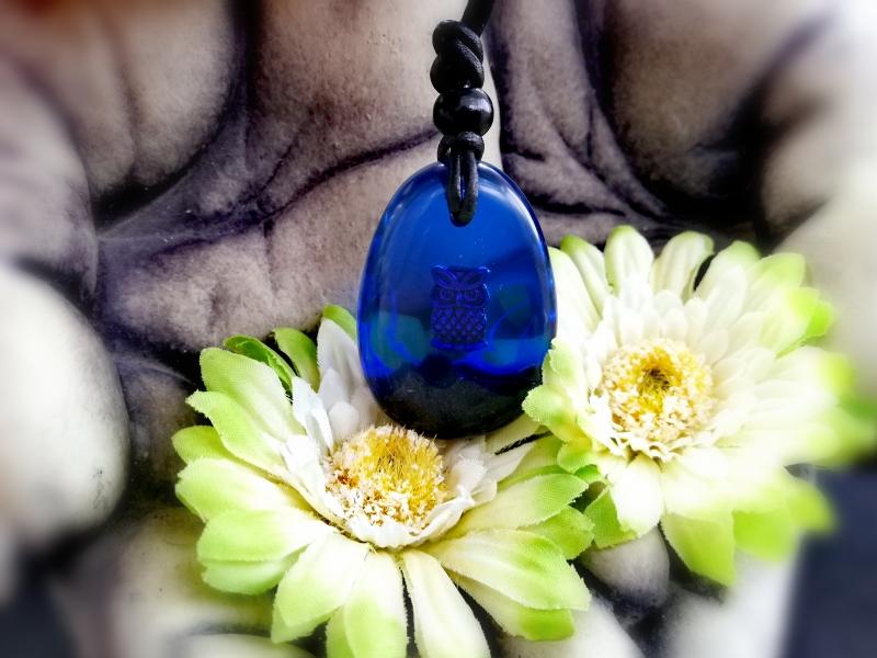 Kleinesbild - wunderschöner Anhänger mit einer Eule in dunkelblau
